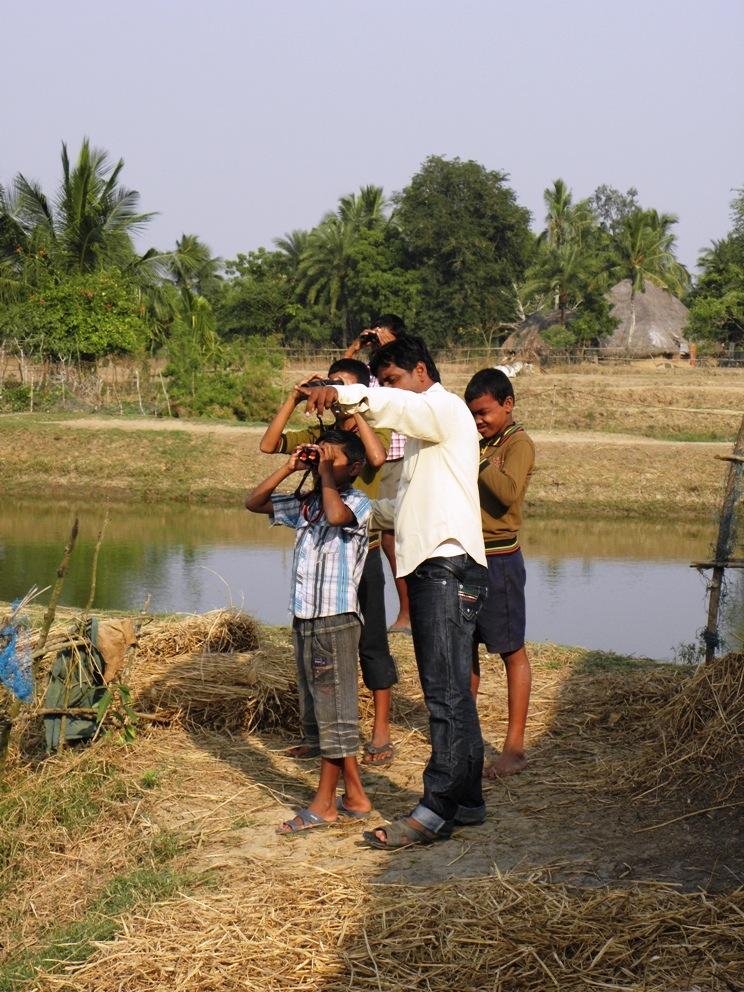 Eco-Club - Learning to use RSPB binoculars